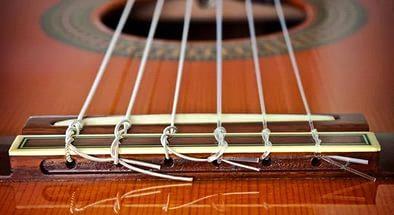 замена струн на классической гитаре