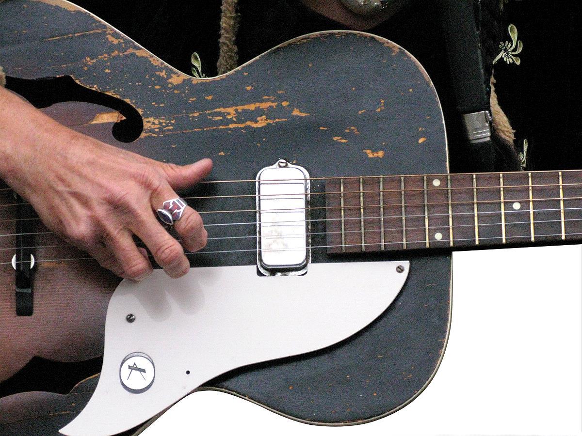 правильная постановка правой руки на гитаре