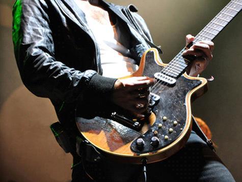 игра на гитаре стоя