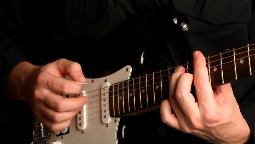 постановка правой руки во время игры на гитаре