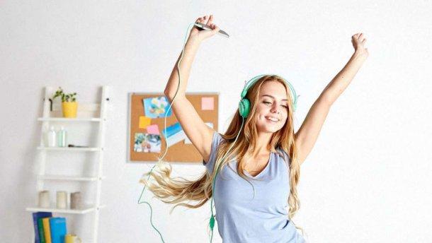 Хорошо ли слушать музыку во время учебы